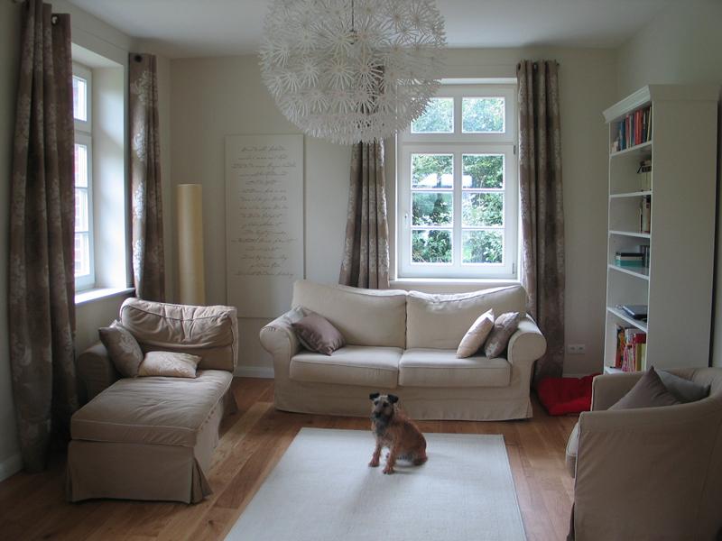 Modernes landhaus in alt anmutenden gewand - Modernes wohnen wohnzimmer ...